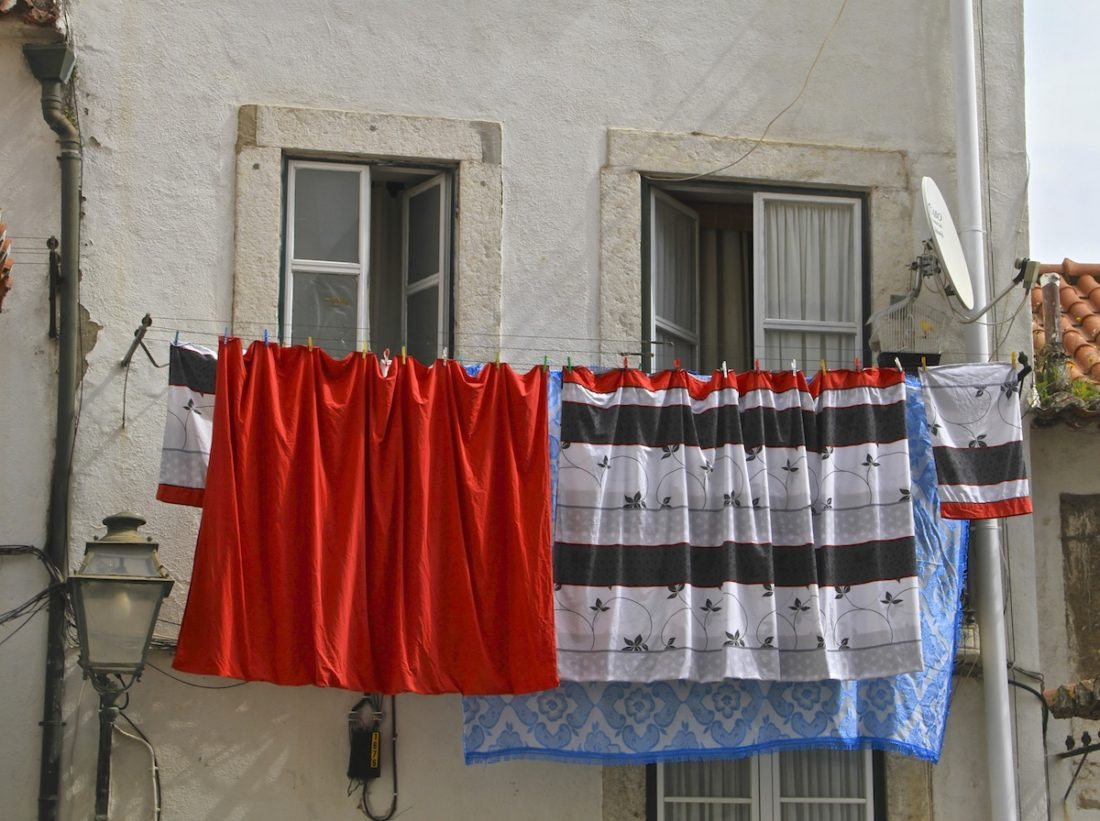 washing-on-the-balcony-lisbon